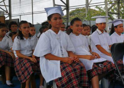 Les jeunes filles attendent leur tour