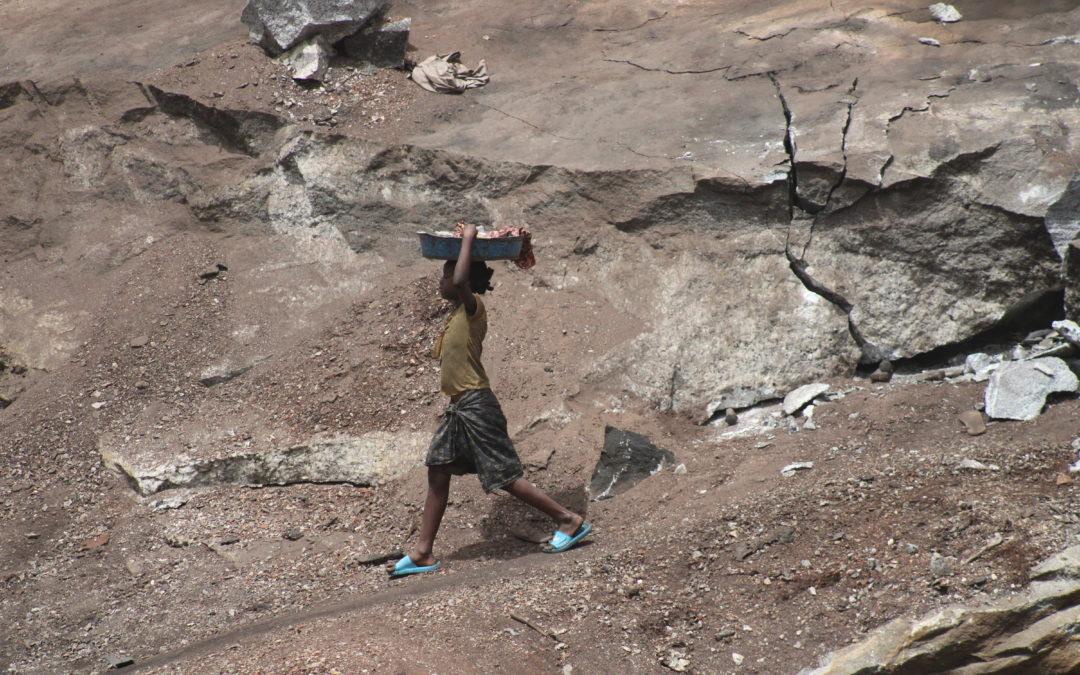 Burkina Faso : Sortir les enfants de la carrière de pierres