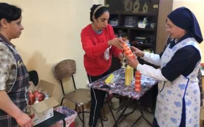 Egypte : Des jeunes filles sortent de la précarité grâce à un atelier de production de bougies